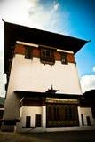 Det Rinpung Dzong fortet med blåa himlar, Paro, Bhutan Arkivfoto