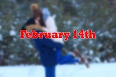 Det romantiska datumet av barn kopplar ihop på 14th februari Arkivbilder