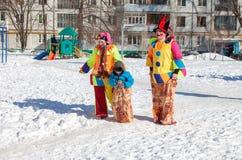 Det ryska folket firar Shrovetide Arkivfoton