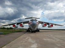 Det ryska militära strategiska flygplanet som kan användas till mycket Ilyushin Il-76 Royaltyfri Bild