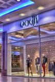 Det Ryssland St Petersburg 09,03,2015 Oodji märket shoppar i shoppien Arkivfoton