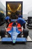 Det ` s över, bilar är tillbaka i lastbilen Royaltyfria Bilder