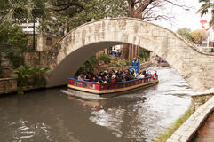 Det San Antonio River Walk fartyget turnerar Arkivbild
