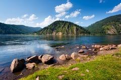 Det Siberian landskapet på Yeniseiet River Royaltyfria Foton
