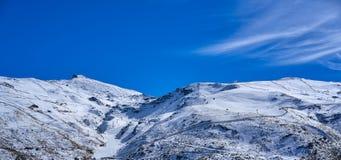 Det Sierra Nevada berget skidar semesterorten Granada royaltyfri fotografi