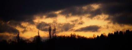 Det sista dagsljuset i molnen Fotografering för Bildbyråer