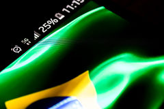 Det Smartphone 5G nätverket 25 procent laddning och Brasilien sjunker Fotografering för Bildbyråer