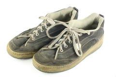 det smutsiga paret shoes slitet Royaltyfria Bilder