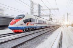Det snabba drevet Sapsan rider på ruttMoskva-Sten Petersburg Januari 2018 royaltyfri fotografi