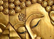 Det snida trät av den Buddha framsidan Royaltyfri Foto
