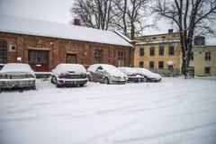 Det snows halden in staden Fotografering för Bildbyråer