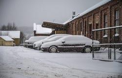 Det snows halden in staden Arkivbilder