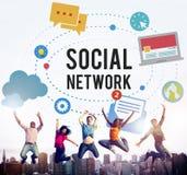 Det sociala massmedia knyter kontakt online-internetbegrepp Royaltyfri Fotografi