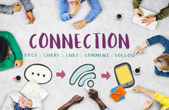 Det sociala massmedia som knyter kontakt online-kommunikation, förbinder begrepp Arkivfoton