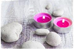 Det Spa begreppet stenar aromatiska stearinljus Fotografering för Bildbyråer