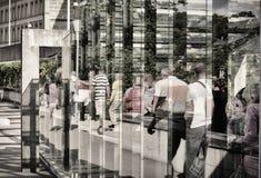 Det spegelförsedda folket ser samma Arkivbilder
