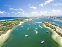 Det spottad och surfareparadiset i avståndet Gold Coast Queensland, Australien royaltyfri fotografi
