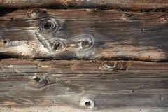 det spruckna fragmentet lufsar den gammala väggen Arkivbilder