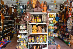 Det srilankesiska traditionella handcrafted godset shoppar royaltyfria bilder