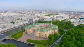 Det St Petersburg museet, den Mikhailovsky slotten, marmorerar slotten, flyg- sikt lager videofilmer