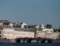Det stads- landskapet. Den gamla slottbyggnaden Royaltyfria Bilder