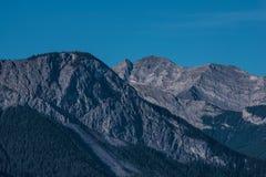 Det steniga berg nå en höjdpunkt Arkivfoton