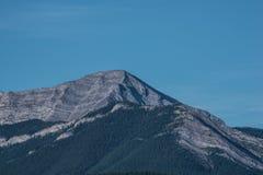 Det steniga berg nå en höjdpunkt Royaltyfria Bilder