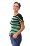 Det stora anseendet för stående för vuxen kvinna för leende isolerade vit Royaltyfri Bild