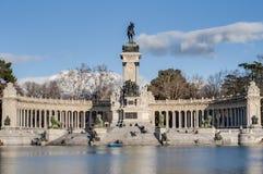 Det stora dammet på Retiro parkerar i Madrid, Spanien Arkivbild