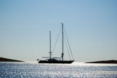 det stora fartyget seglar Royaltyfria Foton
