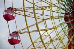 Det stora röda folket för forl för ferrishjul spelar på Kobe Harborland Royaltyfria Foton