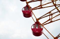 Det stora röda folket för forl för ferrishjul spelar på Kobe Harborland Arkivfoto
