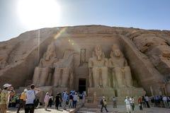 Det storartat fördärvar av den stora templet av Rameses II på Abu Simbel i Egypten arkivfoton