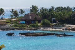 Det storslagna Sirenis hotellet & Spa, Riviera Maya, Mexico, DECEMBER 29, 2017 - dyka vatten- aktiviteter för mitten på stranden fotografering för bildbyråer