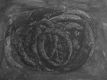 Det svarta brädet med krita gned ut för bakgrund Abstrakt textu Fotografering för Bildbyråer