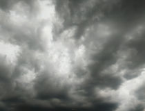 Det svarta molnet in till stormen Arkivfoton