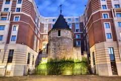 Det svarta tornet - del av gamla befästningar av Bryssel Arkivfoton