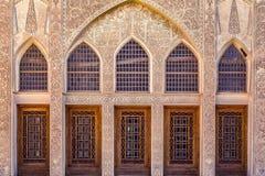 Det Tabatabayi huset är ett historiskt hus i Kashan, Iran Huset byggdes i 1857 av arkitekten Ustad Ali Maryam, för frunollan Arkivfoton