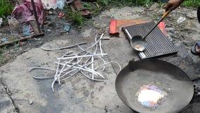 Det thailändska folket leder tackor i lokal thai stil för kruka lager videofilmer
