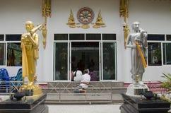 Det thailändska folket sammanfogar med dödsdag eller död ritual 100 för merit 100 Arkivbild