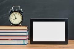 Det tid för ` s att lära hur man använder den Digital minnestavlan för tillbaka till skolan Royaltyfria Bilder