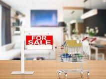 Det till salu hustecknet med åtlöje inhyser upp i shoppingvagn Arkivfoto