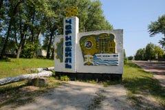 Det Tjernobyl tecknet på vägen till Tjernobyl Royaltyfri Fotografi