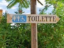 Det Toilette tecknet parkerar arkivbild