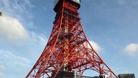Det Tokyo tornet är kommunikationer och observationstornet som lokaliseras i detkoen området av Minato, Tokyo, Japan arkivfilmer