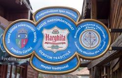 Det traditionella ethnographic keramiska seminariet undertecknar in Transylvania, Rumänien Arkivfoton