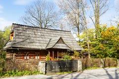 Det traditionella tvåkammar- huset i Zakopane Royaltyfria Foton