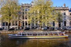 Det turist- fartyget p? kanalen av Rotterdam, Nederl?nderna reser i Europa arkivbild