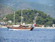 Det Turkiet skeppfartyget seglar segelbåtkaptenstranden Arkivbilder