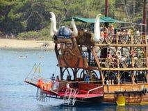 Det Turkiet skeppfartyget seglar segelbåtkaptenstranden Royaltyfria Bilder